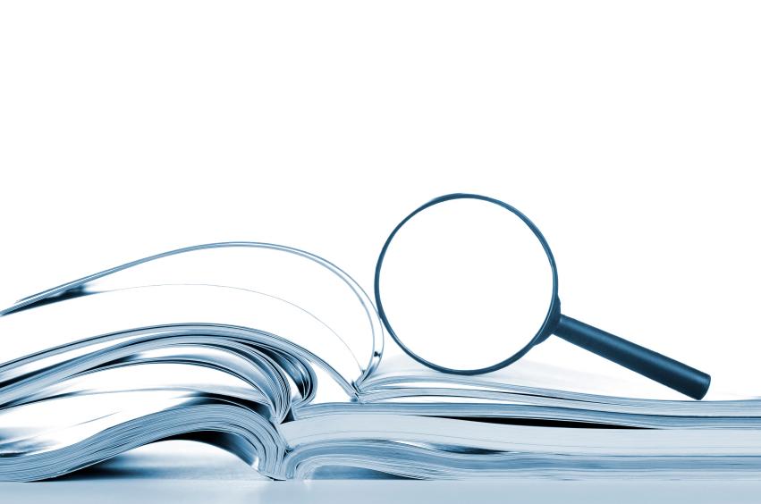 iStock_bok og forstørrelsesglass_Small