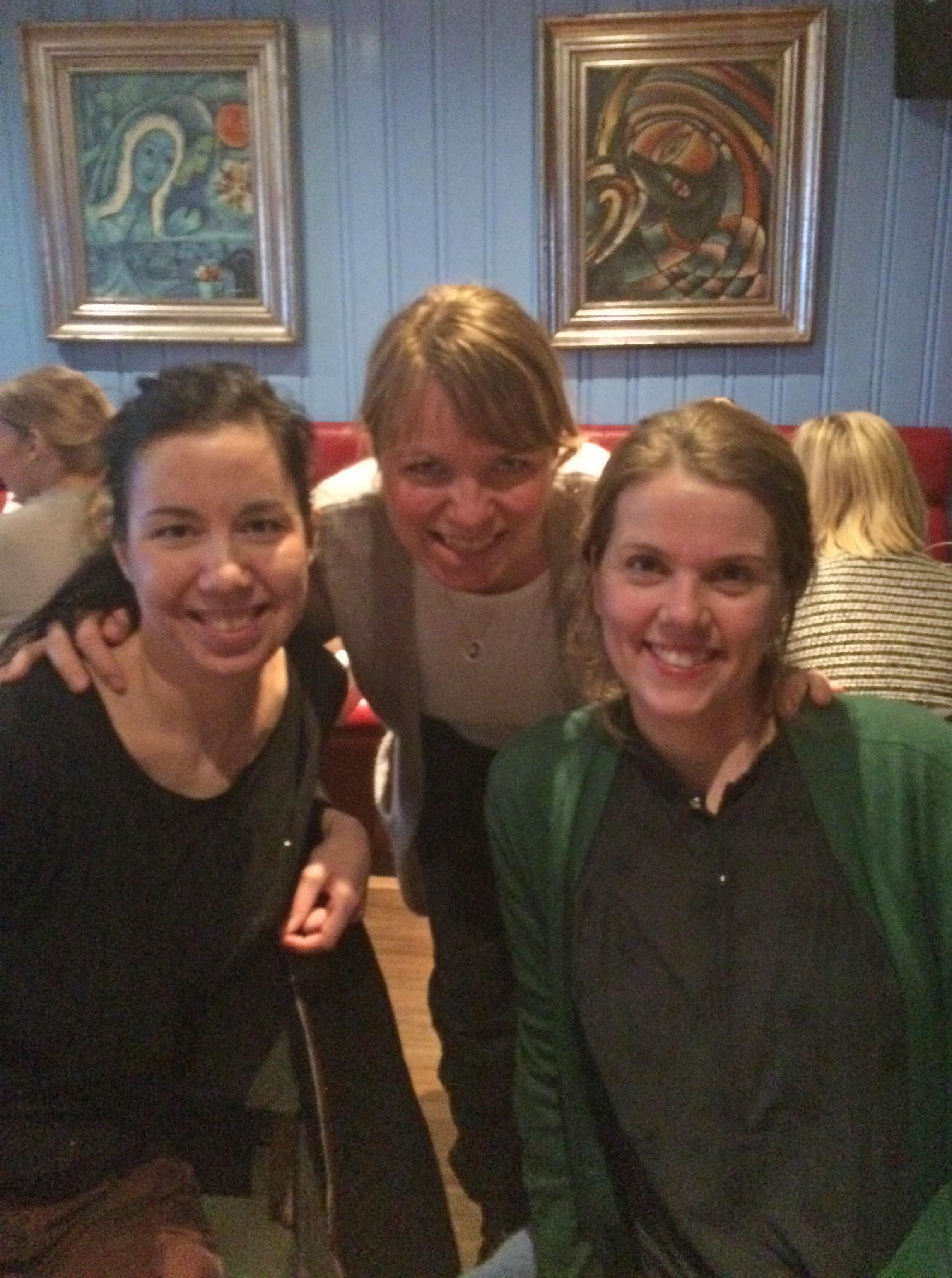 På bildet ser du Jelena Mirkovic og Olöf Birna Kristjansdottir fra Senter for pasientmedvirkning og samhandlingsforskning, Una Stenberg Nasjonal kompetansetjeneste for læring og mestring innen helse (NK LMH) i midten bak.