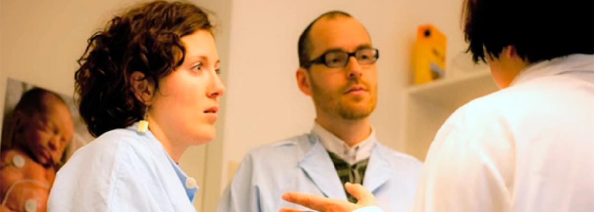 Bilde fra filmen om Starthjelp: foreldre i møte med helsevesenet.