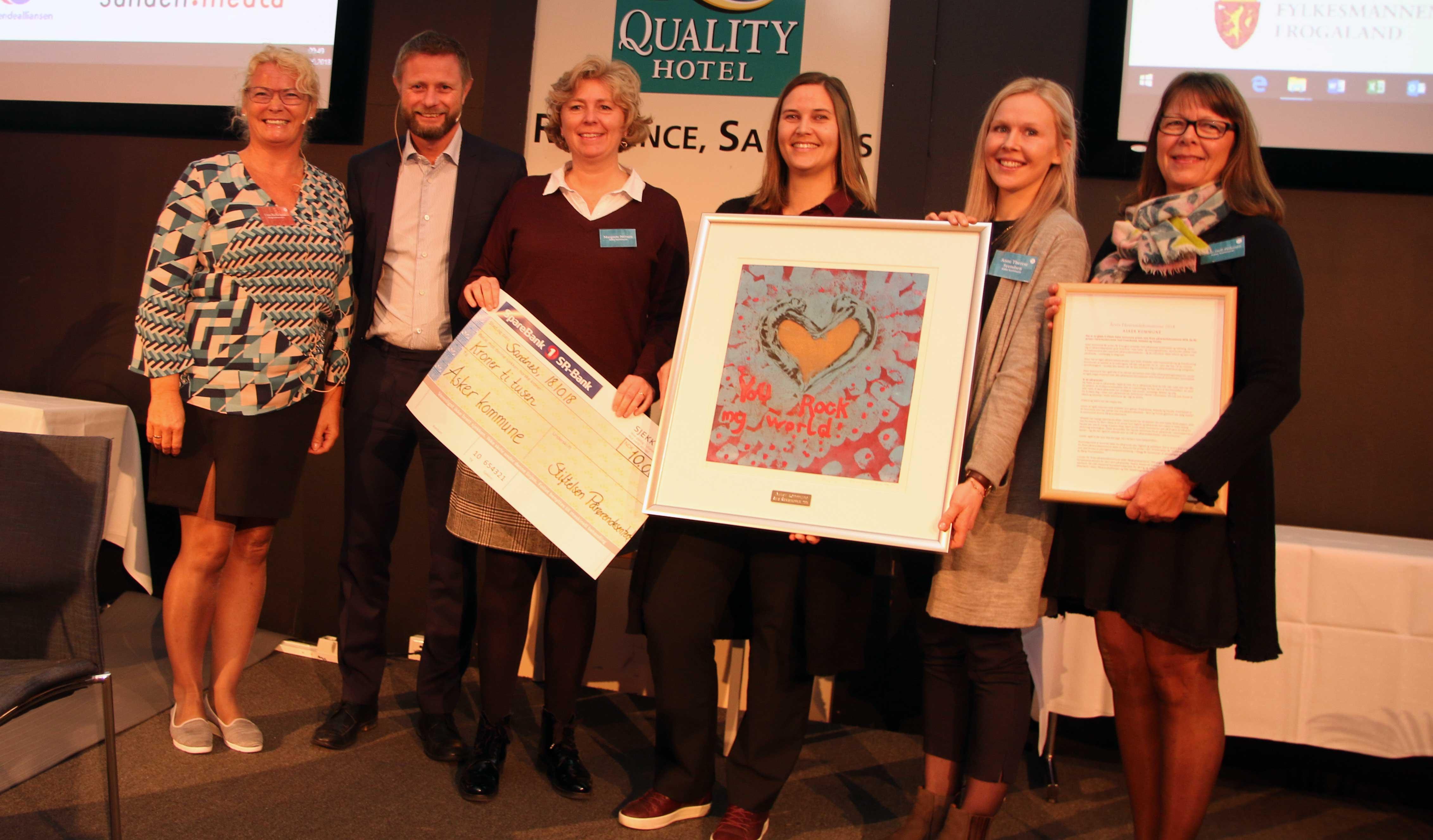 Bilde av prisvinnerne sammen med helseministeren.